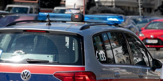 Ein betrunkener 15-Jähriger sorgte in Kufstein für einen Großeinsatz der Polizei.