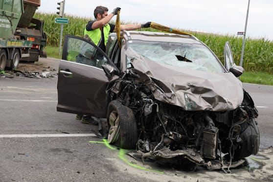 Das Auto des Todesopfers (59) wurde völlig zerstört.