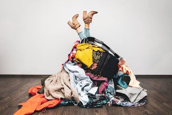 40 Prozent der gekauften Ware wird einmal oder gar nicht getragen, bevor es aussortiert wird. Die Müllberge sind enorm.