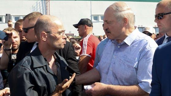 Alexander Lukaschenko besucht die Minsker Traktorenfabrik MZKT am 17. August 2020