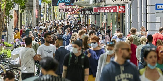 Menschen auf der Mariahilferstraße