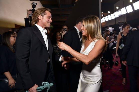 Bei den Screen Actors Guild Awards gratulierte Jennifer Aniston (re.) ihrem Ex Brad Pittzu Jahresbeginn besonders herzlich. Ein neues Projekt bringt das ehemalige Traumpaar Hollywoods jetzt wieder an einen Tisch.