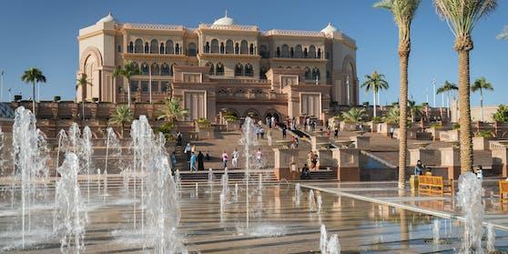"""Spaniens Altkönig lebt derzeit im""""Emirates Palace"""", einem der teuersten Hotels der Welt."""