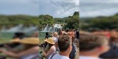 Kroatien: Trotz Warnung stürmenMassen Nationalpark