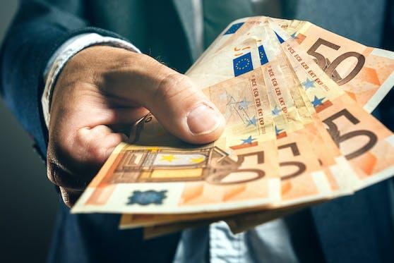 Ein Ehepaar erschlich sich laut Polizei 22.000 Euro an Sozialleistungen.