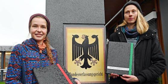 Franzi (27) und Caro (28) vor Gericht.