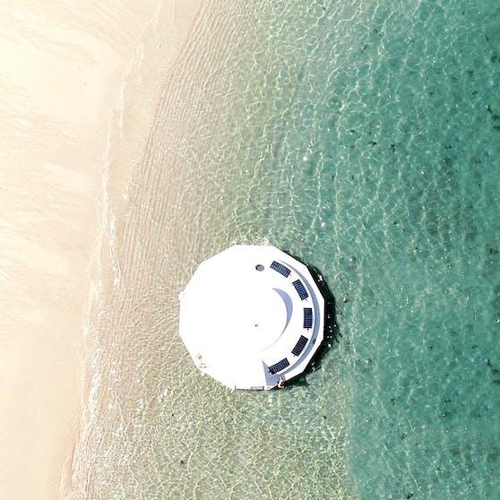 Dieses UFO-Hausboot kann man an der französischen Küste mieten.