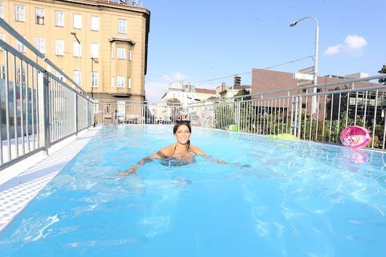 """Anna Chiara testete für """"Heute"""" den Gürtel-Pool"""