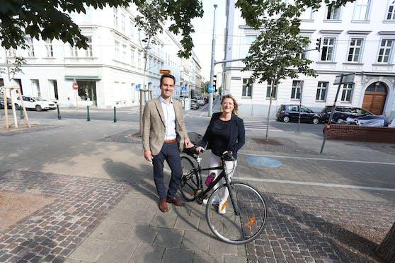 Neos-Landessprecher Christoph Wiederkehr und Verkehrssprecherin Bettina Emmerling.