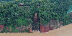 Weltgrößte Buddha-Statue von Hochwasser bedroht