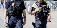 Jugendlicher schlägt mit Musikbox auf Polizisten ein