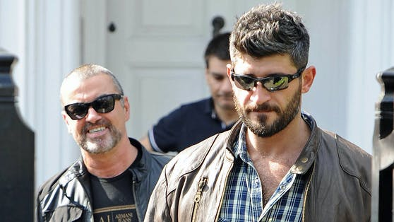 Der verstorbene Sänger George Michael (li.) im Frühjahr 2012 mit seinem Lebensgefährten Fadi Fawaz (re.).