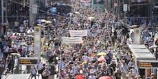 Corona-Skeptiker gehen weltweit auf die Straße