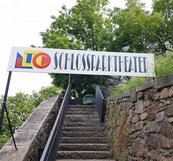 Der Aufgang zum Rondell des Schlossparktheaters in Linz