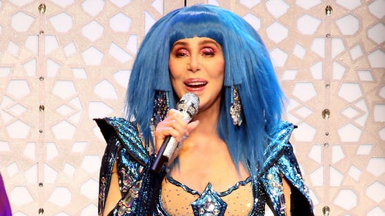 """Laut Cher wird Donald Trump nach seiner Amtszeit hinter Gitter landen. """"Dann werde ich tanzen"""", ist sie sich schon jetzt sicher."""