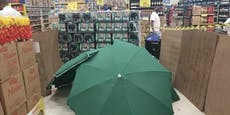 Supermarkt versteckt toten Kollegen hinter Schachteln