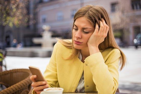 Die Frage, die viele Frauen nach dem ersten Date beschäftigt: Wann meldet er sich?