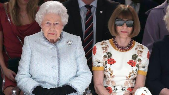 Beim Thema Etikette schaut der britische Königshof ganz genau hin. Selbst die stilsichere Anna Wintour (re.) leistete sich 2018 einen Ausrutscher.