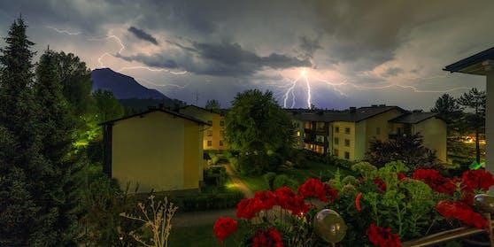 Gewitter über der Stadt Salzburg
