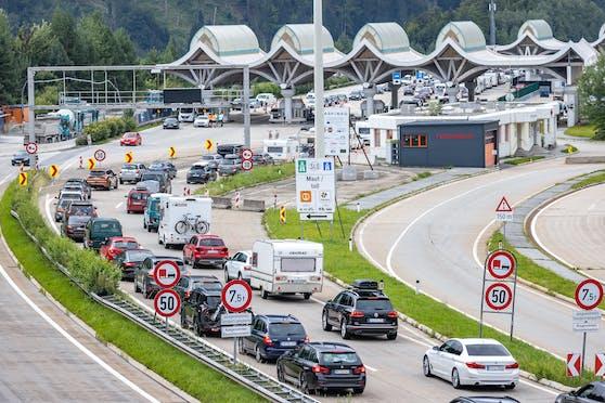 Die Situation bei der Einreise an der slowenisch-österreichischen Grenze beim Karawankentunnel.