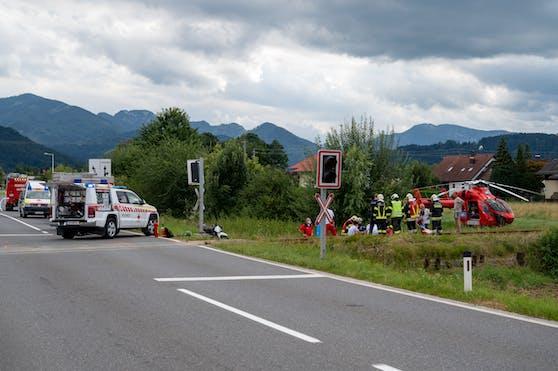 Ein junger Motorrad-Lenker wurde auf dem Bahnübergang von der Almtalbahn erfasst.