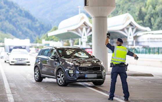 An der österreichischen Grenze kam es zu einem regelrechten Stau-Chaos.