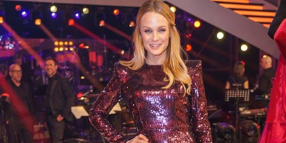 """Mirjam Weichselbraun sagt """"Dancing Stars""""-Moderation für ihre Kinder ab."""