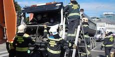 Feuerwehr musste Lenker aus Lkw befreien