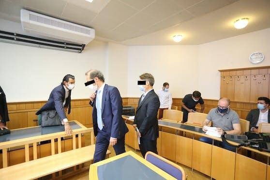 Zwei Ärzte wegen fahrlässiger Körperverletzung vor Gericht.