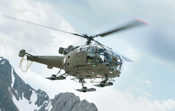 Eine Alouette III des Österreichischen Bundesheeres während einer Übung im Hochgebirge