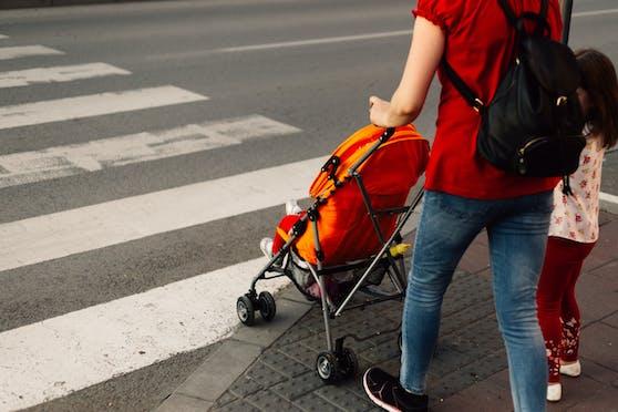 Eine dreifache Mutter ist beim Diebstahl in einem Geschäft ertappt worden. (Symbolbild)