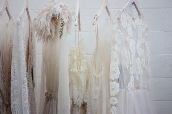 Das perfekte Hochzeitskleid zu finden kann ein mühevoller Prozess sein.