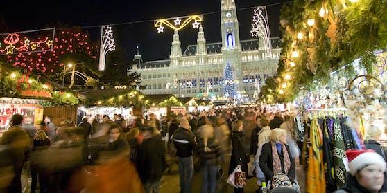 Absperrungen und Coronatests für Standler am Rathausplatz.