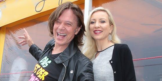 """Mit seiner Ramona (47) ist der selbsternannte """"König von Mallorca"""" inzwischen seit 1995 verheiratet."""