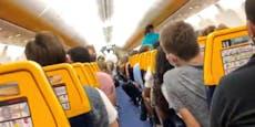 Nach SMS wird Passagier plötzlich aus Flugzeug gezerrt