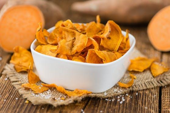 Chips aus Gemüse, Linsen- oder Kichererbsen: Sind sie wirklich eine sinnvolle Alternative zu herkömmlichen Kartoffelchips? Die Verbraucherzentrale NRW klärt auf.