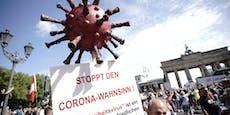 Kein Abstand! Polizei löst Corona-Demo in Berlin auf