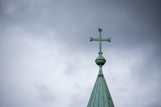 Dunkle Wolken ziehen über der Diözese St. Pölten auf.