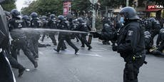 Linke Demo in Berlin eskaliert – Polizisten flüchten