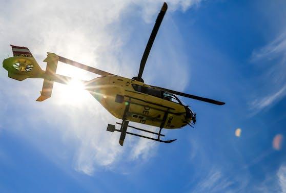 Der 12-Jährige musste mit dem Rettungshubschrauber ins Kepler Uniklinikum geflogen werden.