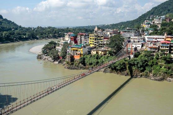 Magnet für Backpacker: Die bei Hindus als heilig geltende Ganges-Brücke Lakshman Jhula.