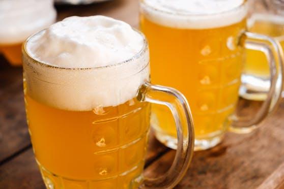 Das Bier sollen die Verdächtigen weiterverkauft haben.