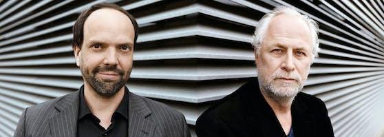"""Maschek - Robert Stachel (li.) und Peter Hörmanseder - präsentieren ihr Programm """"XX - 20 Jahre Drüberreden"""" im Wiener Stadtsaal."""