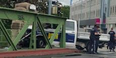 Irre Verfolgungsjagd durch Wien endet in Brückenpfeiler