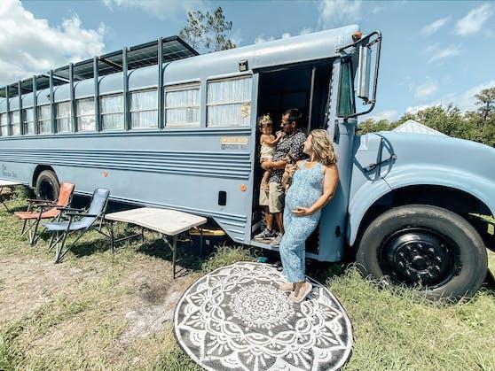Hannah und Ian Hernandez steckten in ihr Tiny House auf Rädern insgesamt 14.000 Dollar.