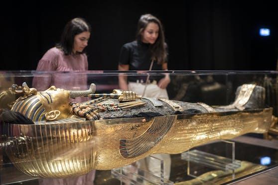 """DieAusstellung """"Tutanchamun: Sein Grab und die Schätze"""" zeigt original- und maßstabsgetreue Nachbauten der Grabkammern"""