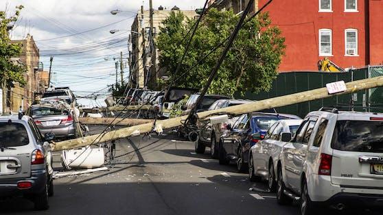 """Durch den Tropensturm """"Isaias"""" starben bislang mindestens drei Menschen."""