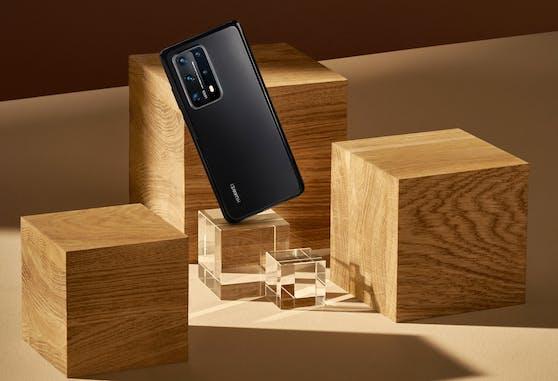 Zeitlose Eleganz zeichnet das Huawei P40 Pro+ Smartphone aus.