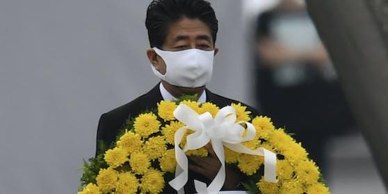 Japans RegierungschefAbe sagte, Japan habe als einziges Land, das Opfer von Atombomben im Krieg wurde, die Pflicht, auf eine Abschaffung von Nuklearwaffen weiter hin zu arbeiten.