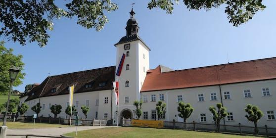 Corona im Kloster Michaelbeuern: Derzeit befinden sich elf Mönche und eine Krankenpflegerin in Quarantäne.